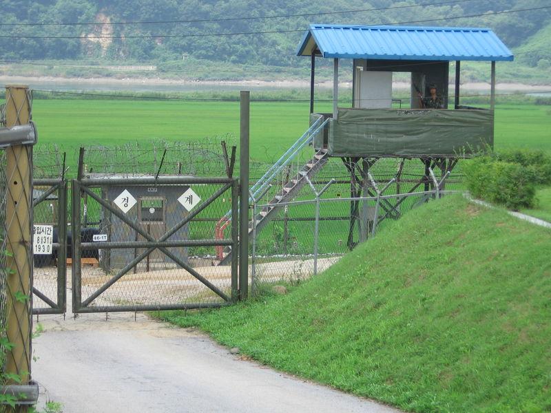800px-Korea_DMZ_sentry